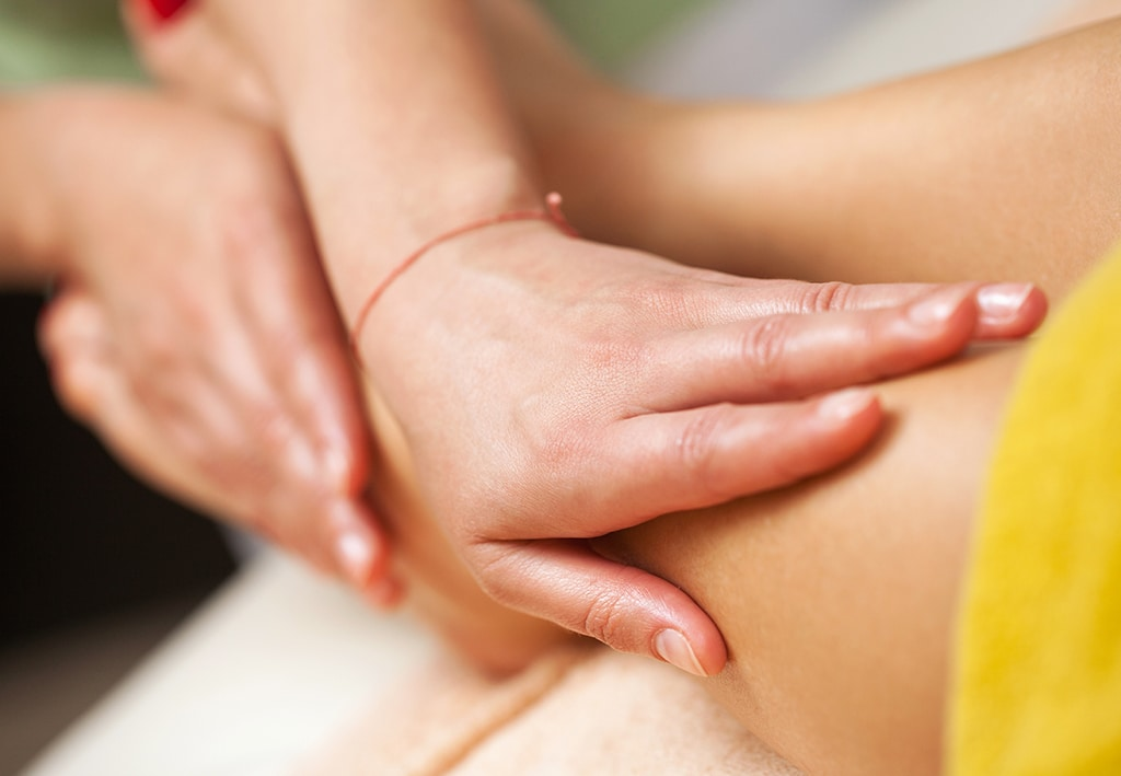 lomilomi massage course being demonstrated